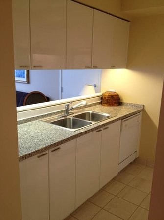 Vancouver Extended Stay: Open Kitchen