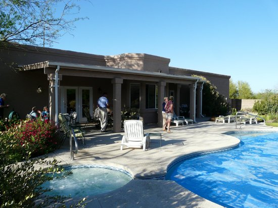 The Jeremiah Inn Bed and Breakfast : View of the terrace with Jaccuzi ans swimming pool