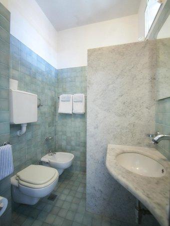 Hotel Norma: Bagno in camera