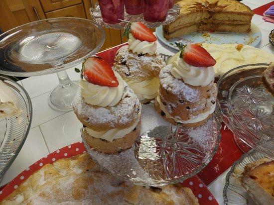 Frumenty & Fluffin: Big creamy cake things