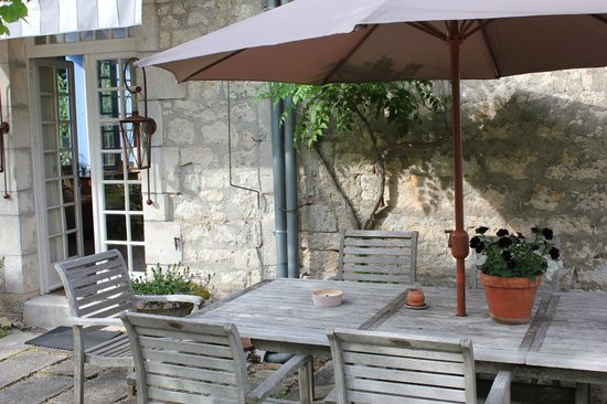 Le Prieure: Great place to eat outside