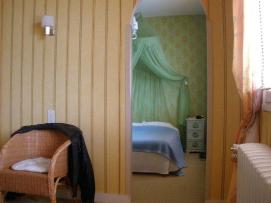 chateau de la rolandiere un apercu de la chambre suite sans porte mais - Chambre Alcove