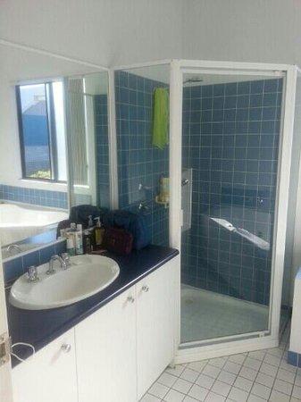 Mandurah Ocean Marina Chalets: bathroom
