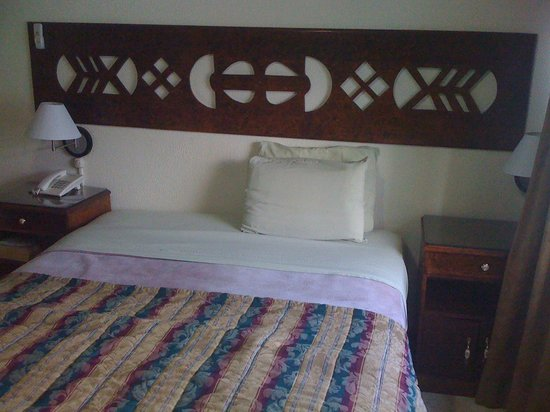 Tower House Suites: bedroom