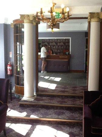 Mercure Farnham Bush Hotel : Reception