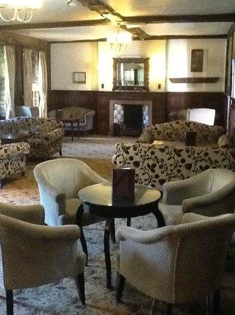 Mercure Farnham Bush Hotel : lounge