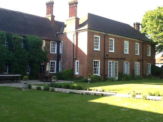 Mercure Farnham Bush Hotel: Grounds