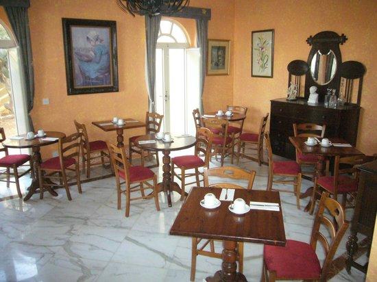 Il-Girna Residence: Dining room