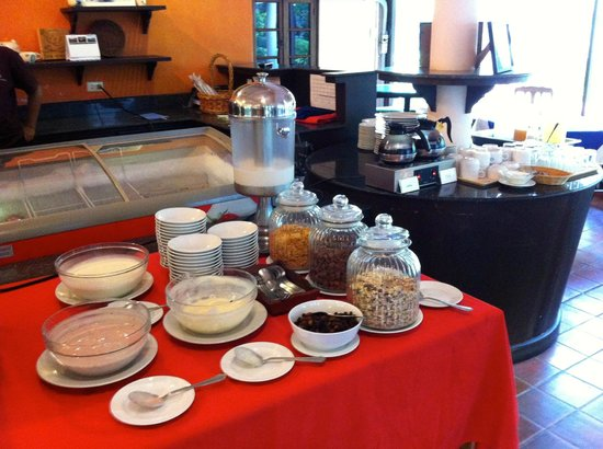 Royal Lanta Resort and Spa : Breakfast