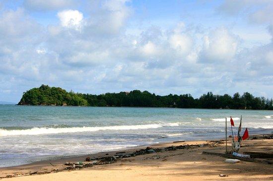 Royal Lanta Resort and Spa : Beach