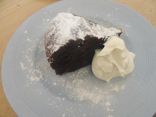 The Black Douglas Coffee House: Chocolate cake!