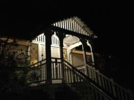 Galvin's Edge Hill Bed and Breakfast: Night view of number 61