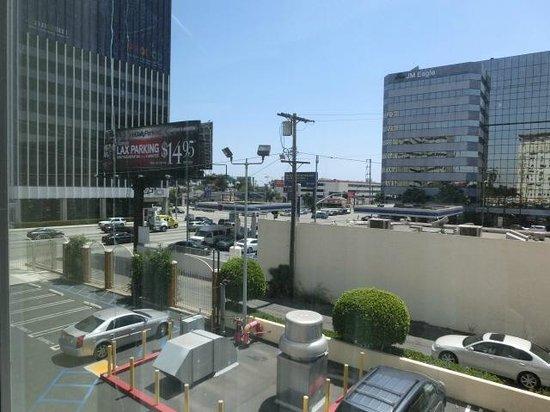 Holiday Inn Los Angeles International Airport: 部屋からLa Cienega Blvd方面