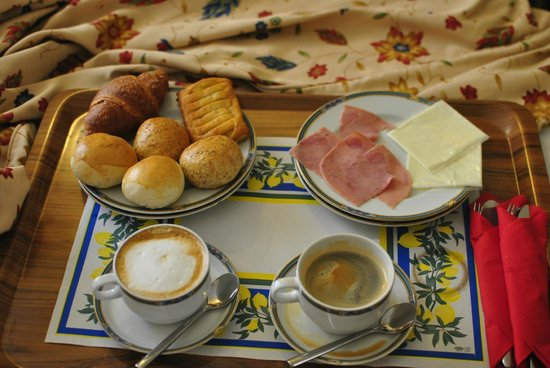 Relais dei Fiori: breakfast brought to our room