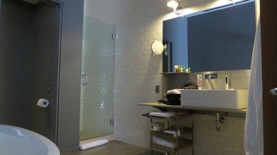 Hotel Gault: Bathroom