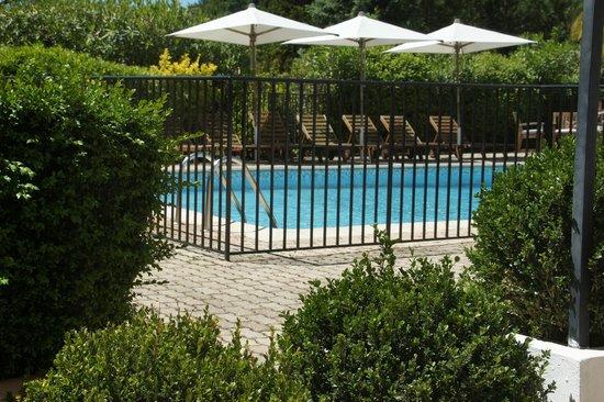 Hotel Les Vergers de Saint- Paul: view of the pool
