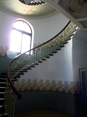 Musee Art Nouveau: Treppenaufgang