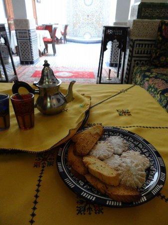 Dar Fes Medina : unlimited tea; unlimited homemade cookies