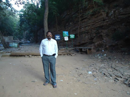 Talakona Waterfall: Dr Motha Prasad Rao.. Entry point  to Water Falls .. Talkona