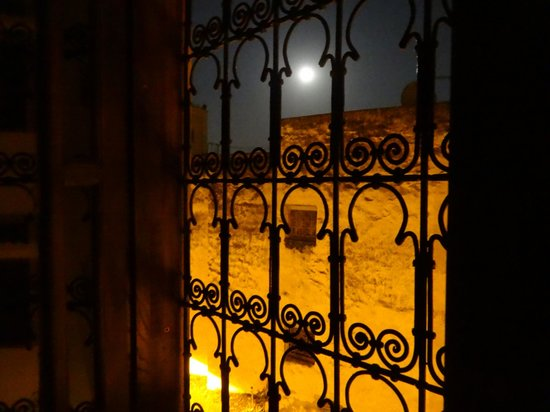 Dar Fes Medina : the view of the mosque from my room on a full moon night