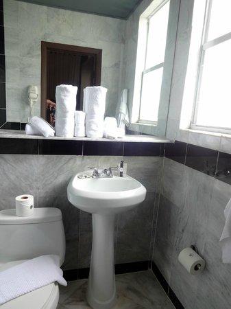 Hotel Shelley: il bagno