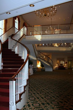 Radisson Hotel and Suites Chelmsford / Lowell: scalone interno hotel