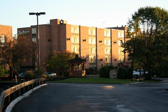 Radisson Hotel and Suites Chelmsford / Lowell: esterno altra parte hotel giorno