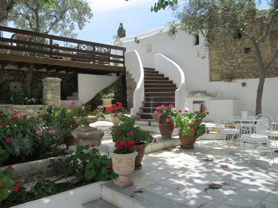 Despotiko Hotel Mykonos: Patio