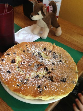 Colby's Breakfast & Lunch: Blueberry pancake