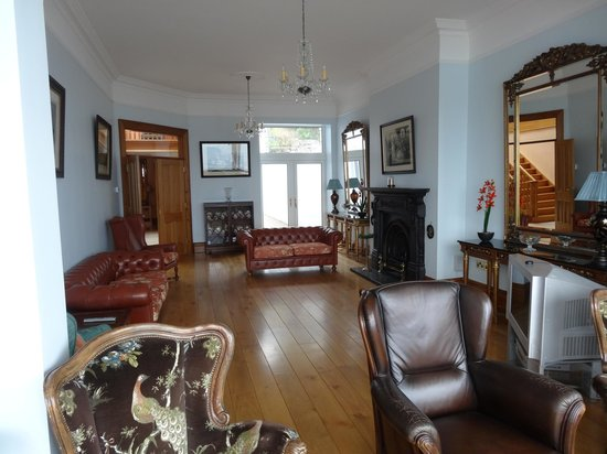 Waters Edge B & B : View  towards interior of the 1st floor sitting room