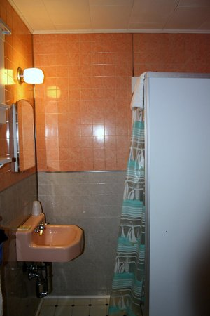 The Coast Village Inn & Cottages: bagno