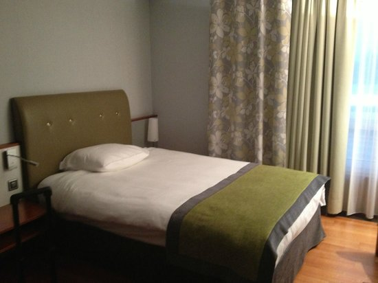Movenpick Hotel Zurich-Airport: Bed