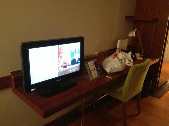 Movenpick Hotel Zurich-Airport : Desk