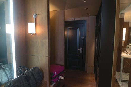 Ararat Park Hyatt Moscow: Park Suite King Dressing Room