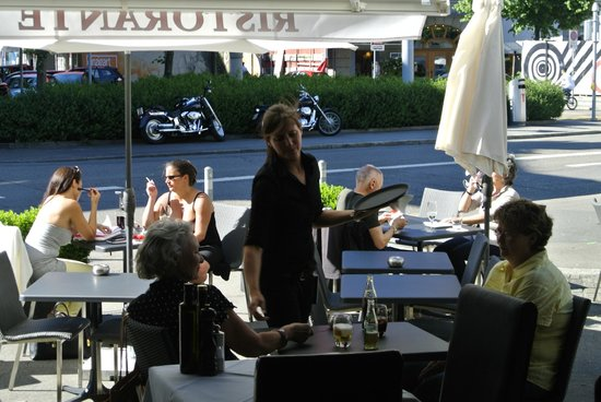 La Piazzetta: Bar nach aussen