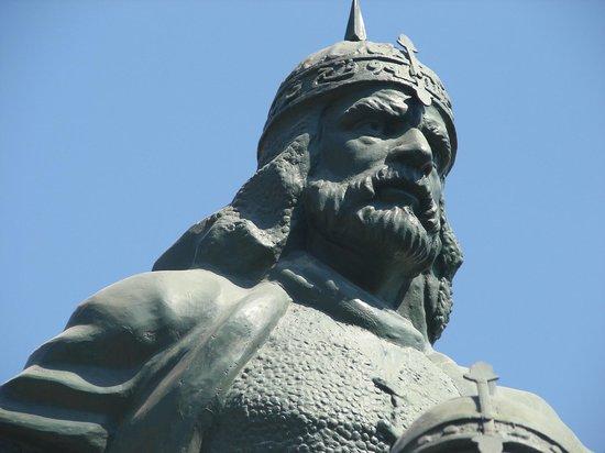 Saladin (Selahedîn) Statue: Selahaddini Eyyubi, (Family Bedirhani)