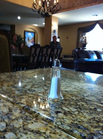 Comfort Suites Alamo/Riverwalk: Great dining room and great staff!