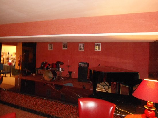 LAICO l'Amitie Hotel: The lounge bar with live music area