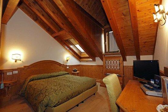 Hotel Europa Residence: Camera standard mansardata