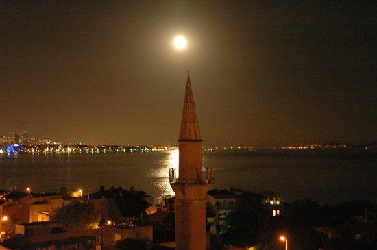 Dersaadet Hotel Istanbul: Un petit verre en terrasse avec comme compagnie