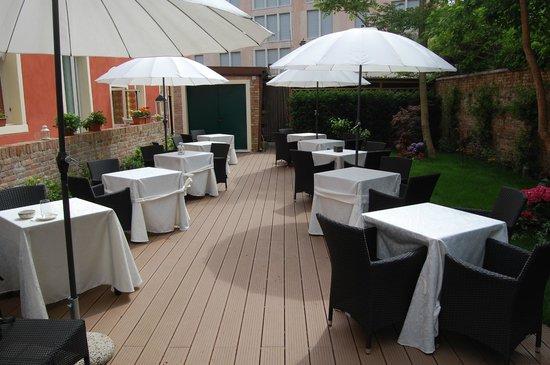 Hotel Moresco: Jardin del hotel