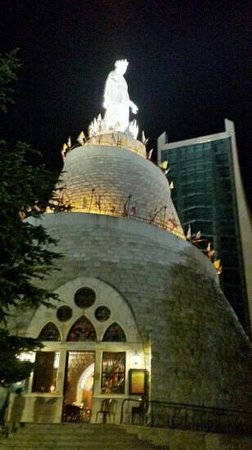 Nuestra Señora de Harissa: Notre-Dame du Liban at night