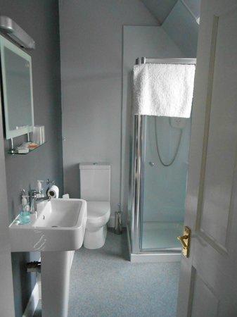 Clune House: bathroom