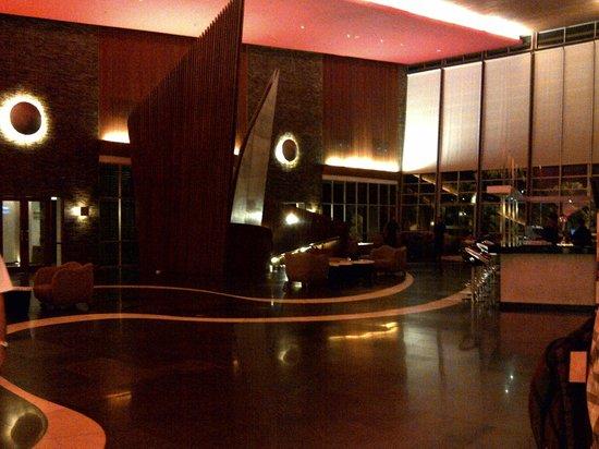 Novotel Palembang Hotel & Residence: Lobby Area