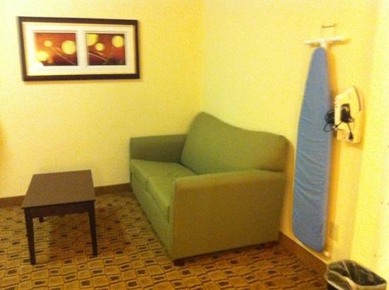 Holiday Inn Express Boonville : pull out couch