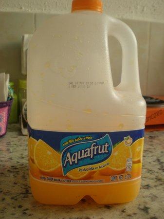 Messico Amore B&B: El fabricante dice que esto es agua sabor naranja.Según el b&b sirven jugo (zumo),que no es lo m