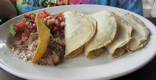 La Casa de los Omelets: Fish tacos