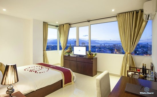 White Snow Hotel Danang : Titan Deluxe With City View