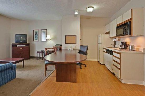 Candlewood Suites East Syracuse - Carrier Circle: Spacious Suites