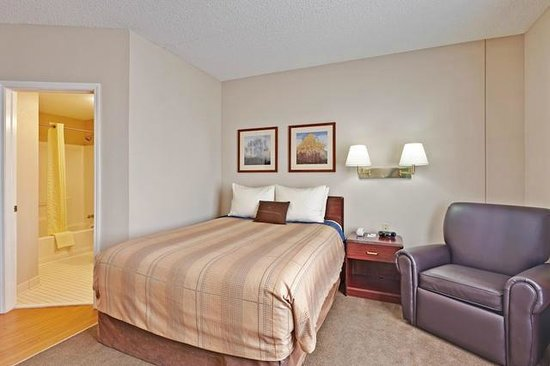 Candlewood Suites East Syracuse - Carrier Circle: Suites great for Business Travelers and Families